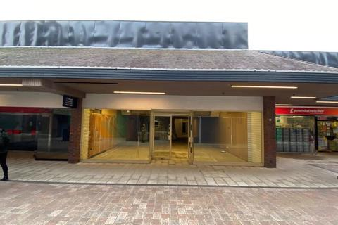 Retail property (high street) to rent - St. Georges Centre, Gravesend, Kent