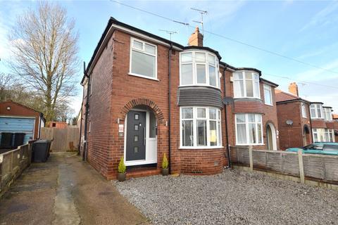 3 bedroom semi-detached house - Hollin Park Mount, Oakwood, Leeds