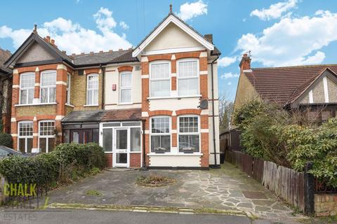 4 bedroom semi-detached house - Lawrence Road, Gidea Park, RM2