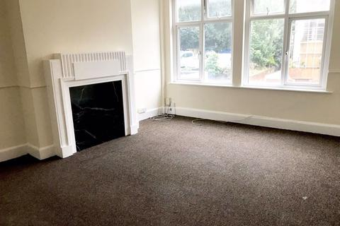 1 bedroom flat to rent - LARGE ONE BEDROOM - TOWN CENTRE