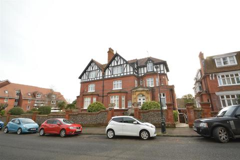 3 bedroom flat - Blackwater Road, Eastbourne