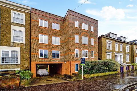 1 bedroom flat - Arragon Road, Twickenham