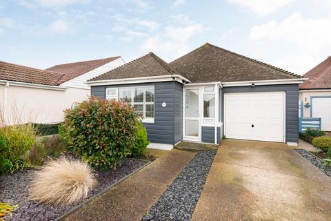 2 bedroom bungalow for sale - Freda Close, Broadstairs