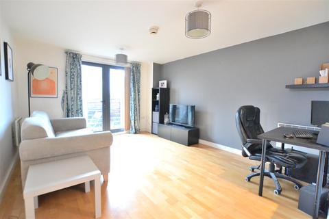 1 bedroom apartment - Staten Court, 84 Tradewind Square