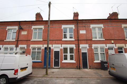 4 bedroom terraced house - Ullswater Street, Leicester