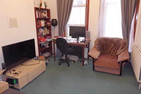 2 bedroom flat to rent - Hampden Road, Hornsey, N8
