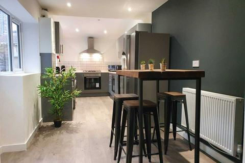 6 bedroom house share to rent - Kelso Road, Kensington
