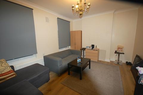 1 bedroom flat to rent - Top Floor 54A Glenwood Road  London