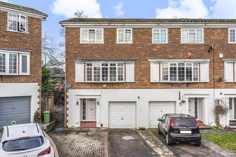 4 bedroom end of terrace house - Reynard Close, Bromley