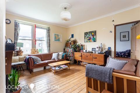 3 bedroom flat for sale - Amhurst Road, E8
