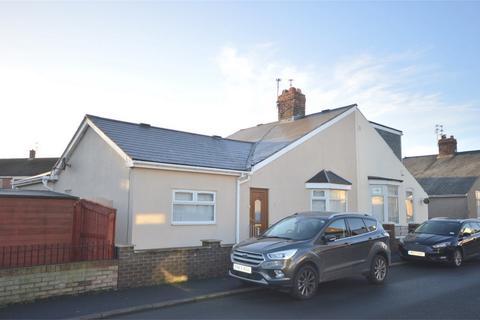 2 bedroom semi-detached bungalow to rent - Laburnum Road, Sunderland, Tyne and Wear