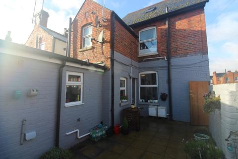2 bedroom ground floor flat - York Road, Reading