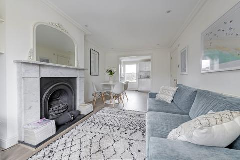 2 bedroom flat for sale - Shelgate Road, London, SW11