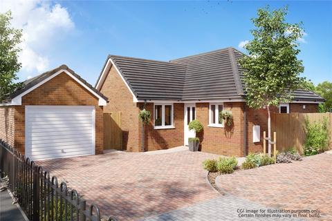 2 bedroom bungalow for sale - Masters Lane, Halesowen, West Midlands, B62