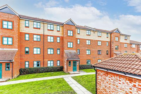 2 bedroom flat for sale - Colgate Place, Enfield