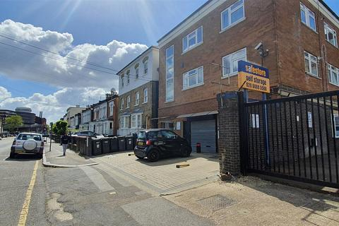 2 bedroom flat to rent - Mayes Road, London