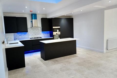 4 bedroom house for sale - Hartforde Road, Borehamwood