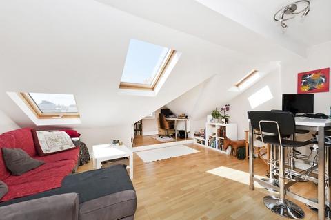 1 bedroom flat - Kimberley Road, SW9