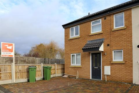 3 bedroom townhouse to rent - Brookes Avenue, Croft, Leicester
