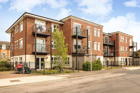 2 bedroom apartment for sale - Blythewood Court, Waterloo Road, Uxbridge, Middlesex, UB8