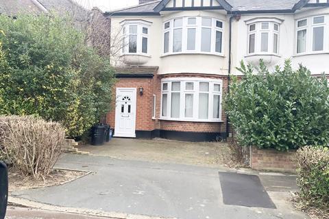 4 bedroom semi-detached house to rent - Grenville Gardens, Woodford Green, Essex, IG8