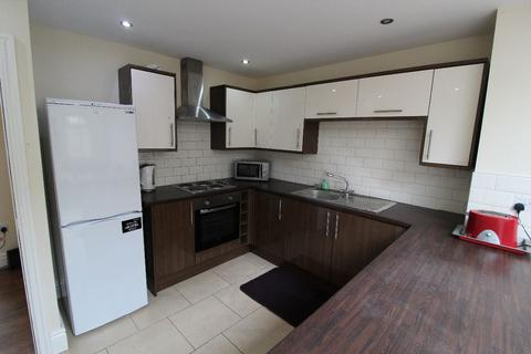 4 bedroom terraced house to rent - Henderson Street, PRESTON, Lancashire PR1 7XP