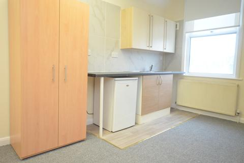 Studio to rent - Woolstone Road London SE23