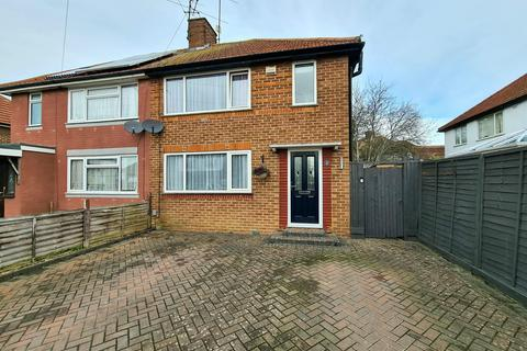 3 bedroom semi-detached house for sale - Greenfields Road, Reading