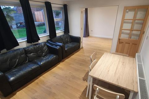 5 bedroom end of terrace house for sale - LU2 9HE