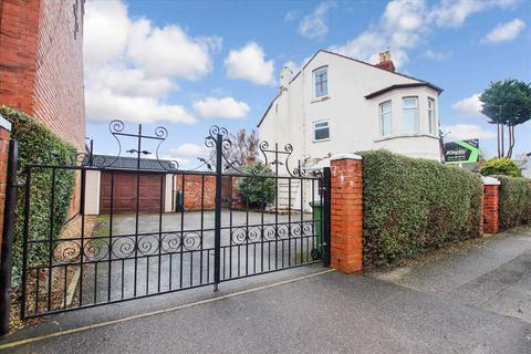 4 bedroom end of terrace house for sale - St Catherines Grove, Lincoln