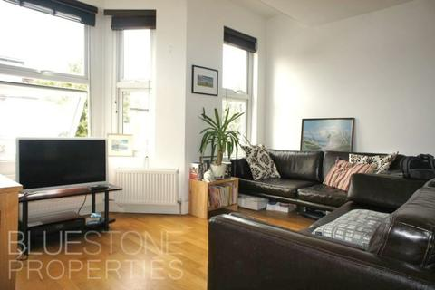 3 bedroom flat to rent - Kellino Street, Tooting Broadway