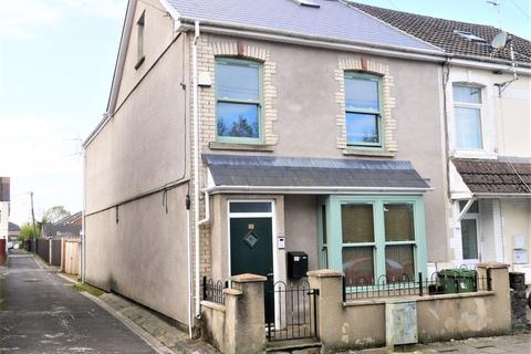 2 bedroom flat to rent - Station Terrace, Pontyclun