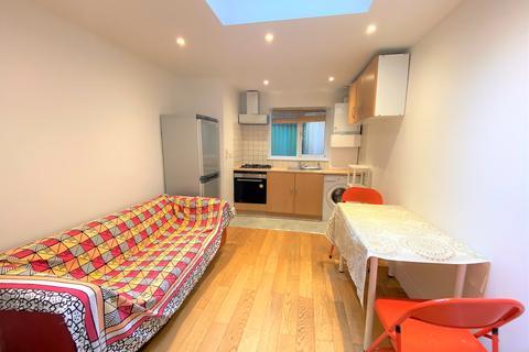Studio to rent - Goldhawk road , Shepherds Bush,