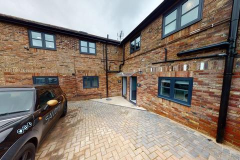 Studio to rent - Gore Road, Slough