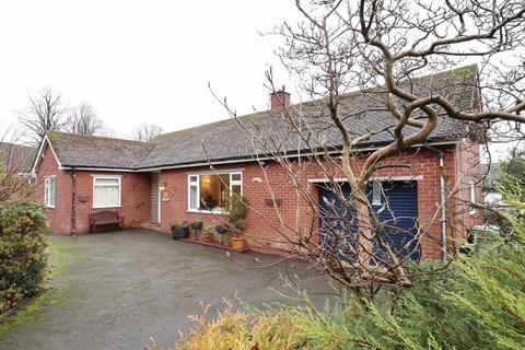 2 bedroom bungalow for sale - Park Mount Drive, Macclesfield