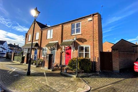 2 bedroom end of terrace house for sale - Woodford Close, Aylesbury