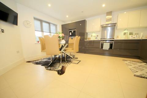 3 bedroom apartment to rent - 1 Bolingbroke Close, Barnet, EN4