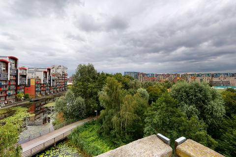 1 bedroom in a house share to rent - Newton Lodge, West Parkside, London, SE10