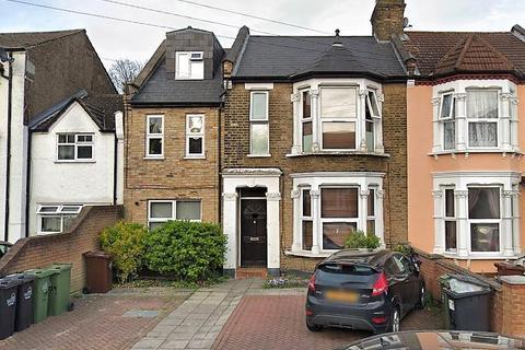 2 bedroom flat - Vicarage Road, Leyton E10