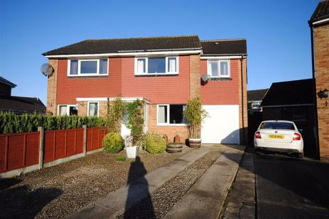 3 bedroom semi-detached house for sale - Invargarry Close, Garforth, Leeds, LS25