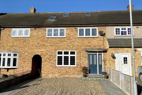 4 bedroom terraced house for sale - Penzance Gardens, Harold Hill