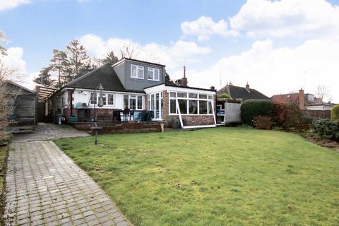 2 bedroom bungalow for sale - London Road, Bourne End