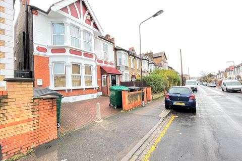 1 bedroom flat - Goldsmith Road, Leyton, E10