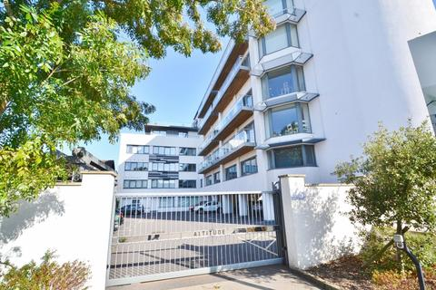 3 bedroom penthouse to rent - Poole