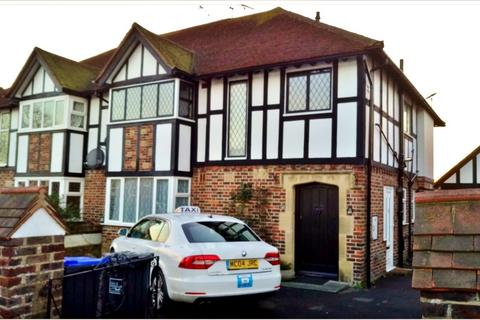 2 bedroom flat for sale - George V Avenue, Worthing, BN11