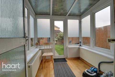 3 bedroom end of terrace house for sale - Oval Road South, Dagenham