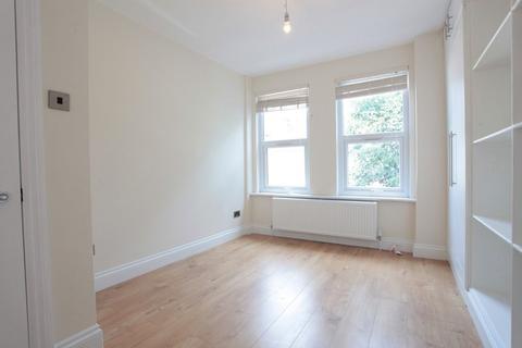 3 bedroom flat - Bickley Street