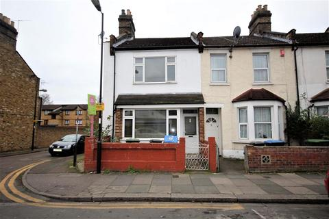 3 bedroom end of terrace house to rent - Lion Road, London