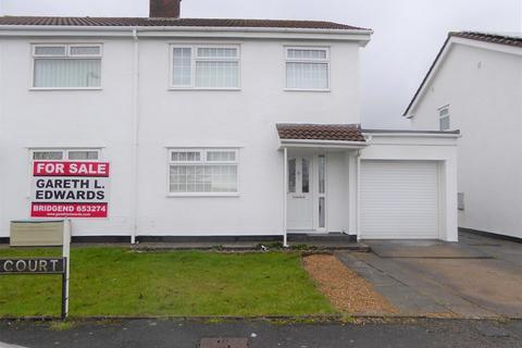 3 bedroom semi-detached house for sale - Sunnybank Court, Brackla, Bridgend, Bridgend County. CF31 2NN