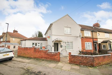 3 bedroom end of terrace house for sale - Croft Road, Enfield, EN3